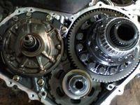 Капитальный ремонт АКПП в нашем автосервисе Автомеханик стоит 11 000 руб.  Демонтаж и монтаж от 3000 до 7000 руб...